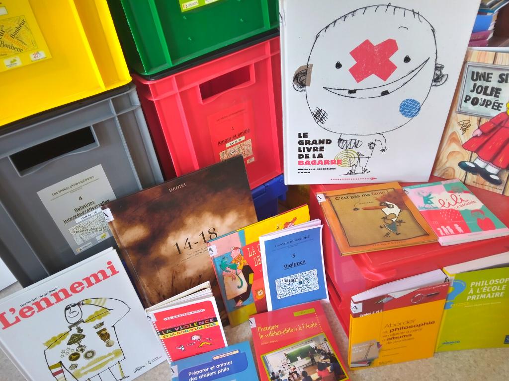 Assortiment de livres de la malle philo sur le thème de la violence
